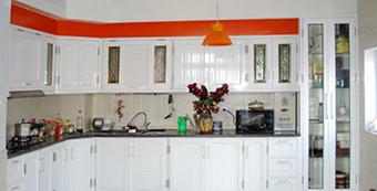 tủ bếp tầm trung